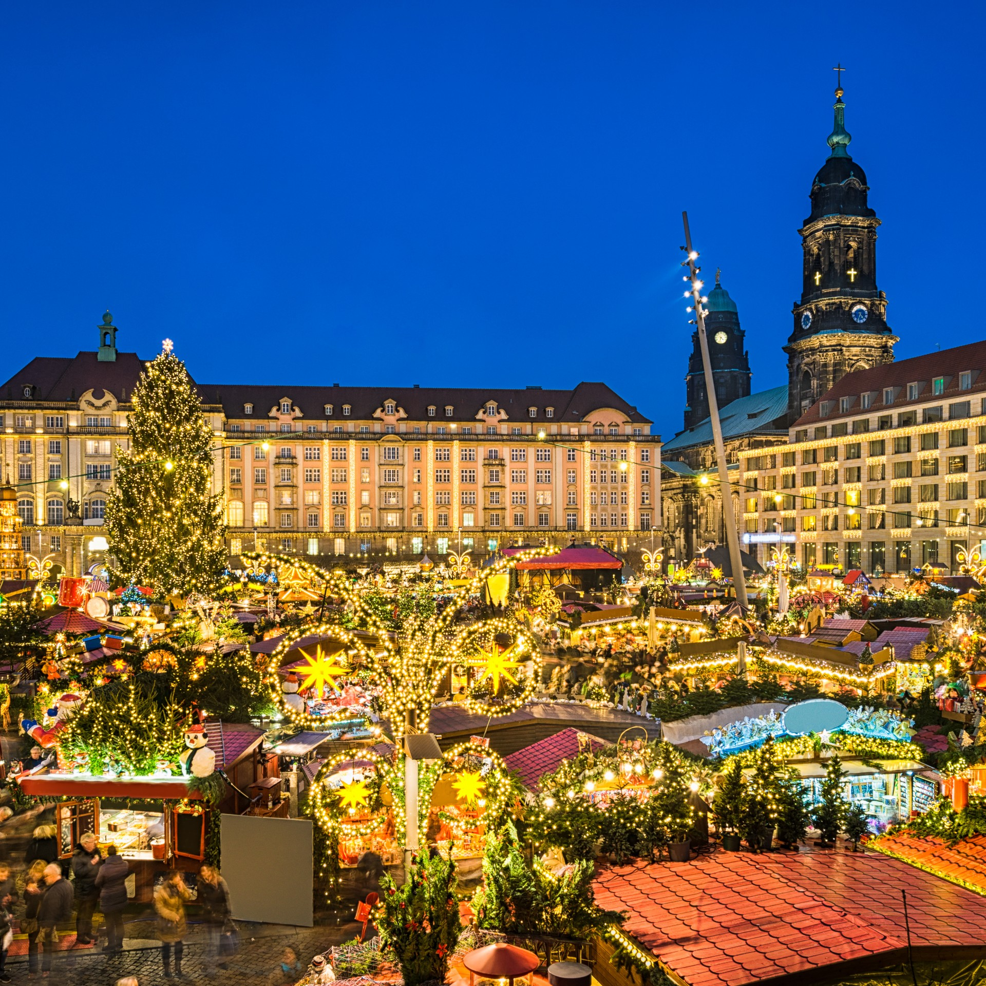 13.30 AM – 16.30 PM: Dresden Christmas Market with a city tour